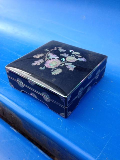 螺鈿細工の小箱