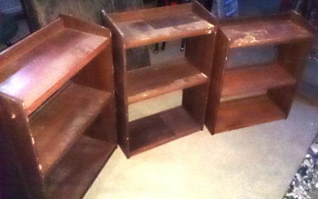 小さい木製本棚